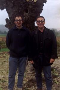 Laurent CHARVIN et Bruno à l'ombre d'un pied de vigne